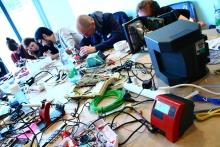 "Impression of the workshop ""E-Waste"", transmediale 2013 BWPWAP."