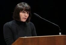"""Anna-Sophie Springer introducing the keynote """"Politics of Forgetfulness"""" at transmediale"""