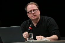 """Francis Hunger during the panel """"Biased Futures"""" at transmediale 2018 face value."""