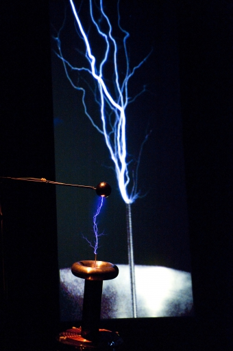 """Picture of """"POWEr"""", performance by artificiel"""