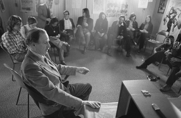 Marshall McLuhan & students 1973 Photo: Robert Lansdale LIBRARY & ARCHIVE CANADA
